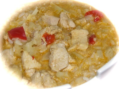 Picture of Curried Thai Chicken served over rice in a Chinese-style bowl.